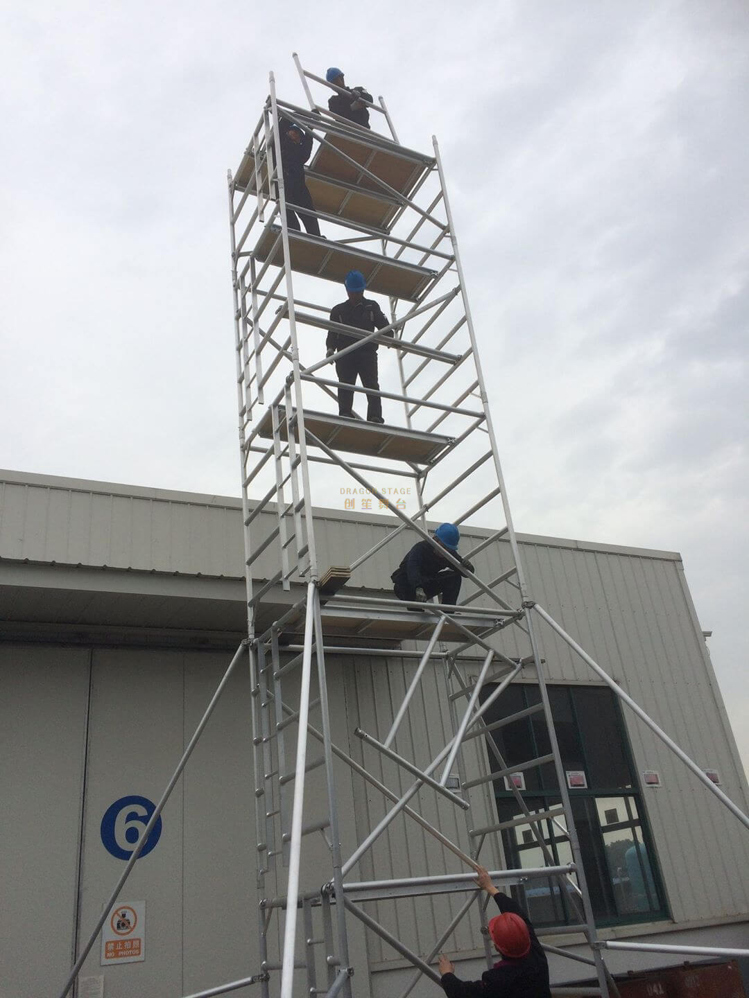 Construction Outdoor Double scaffolding with climbing ladder